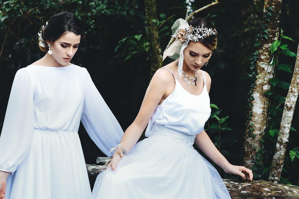Невеста с подружкой
